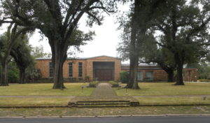 Southern Synagogues: Spring Hill Avenue Temple Mobile Alabama. One story brick building with large trees in yard.